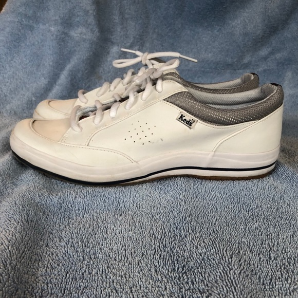 Ladies' leather tennis shoes/sneakers